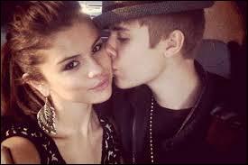 Avec qui Selena est-elle en couple ?