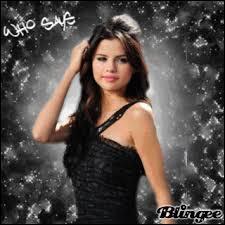 Avec quel groupe Selena a-t-elle fait son premier album ?