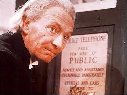 Qui est le premier docteur ? (Indice avec la photo)