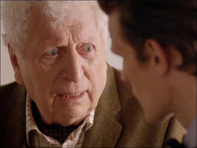 Quel est le rôle de Tom Baker dans l'épisode anniversaire des 50 ans de la série ?