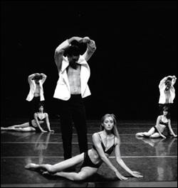 Qui est le chanteur de la chorégraphie de Jean-Claude Gallota  L' homme à tête de chou , dédiée à Serge Gainsbourg ?