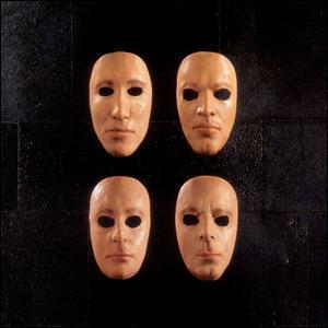 Quel est le sous-titre du live paru en 2000, 'Is there anybody out there ?' ?