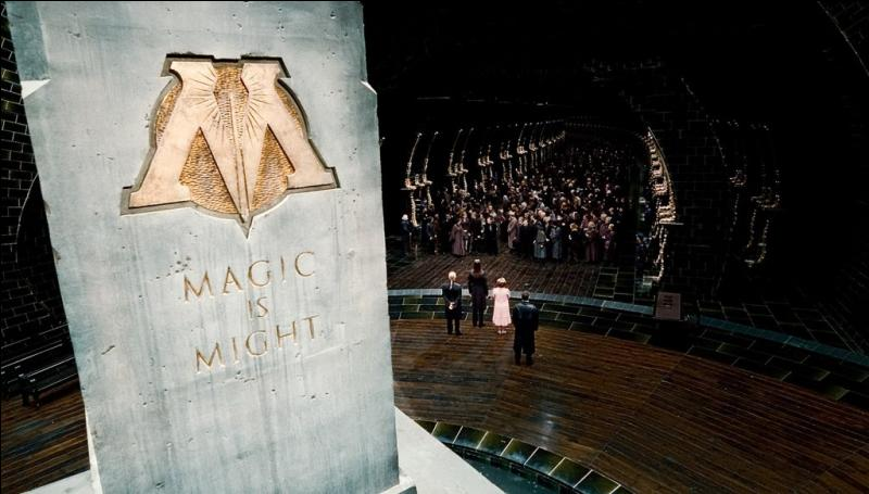 Dans 'Harry Potter et les Reliques de la mort' (7, 1), qui devient le nouveau ministre de la Magie, une fois que Voldemort et ses Mangemorts ont pleinement pris le contrôle du ministère ?