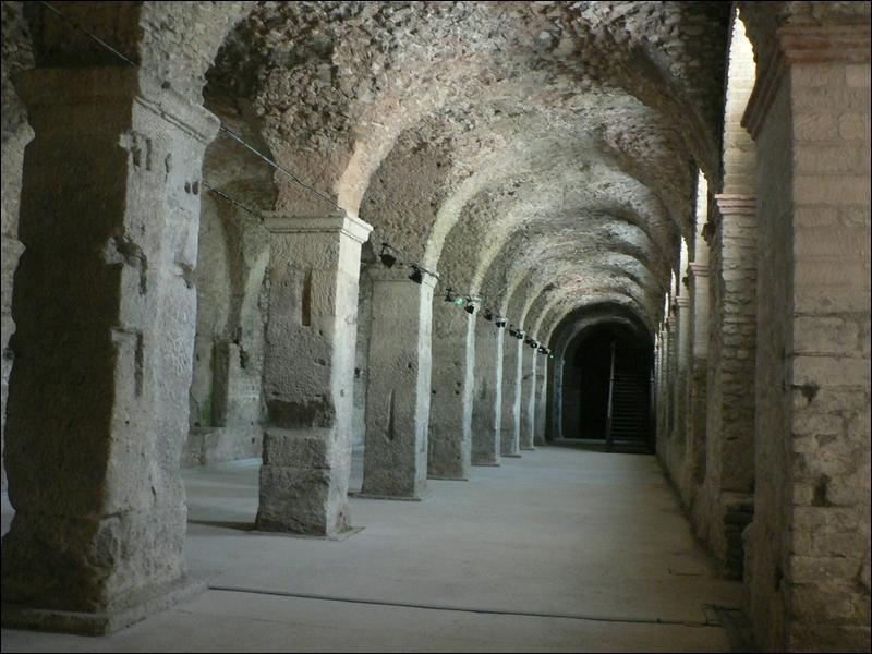 Si vous visitez Reims, vous pourrez évoquer la Porte de Mars et le  Cryptoportique . Savez-vous ce qu'est cette chose ?