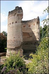 Charité bien ordonnée commençant par soi-même, quel est le nom de la tour romaine en ruines située à Périgueux ?