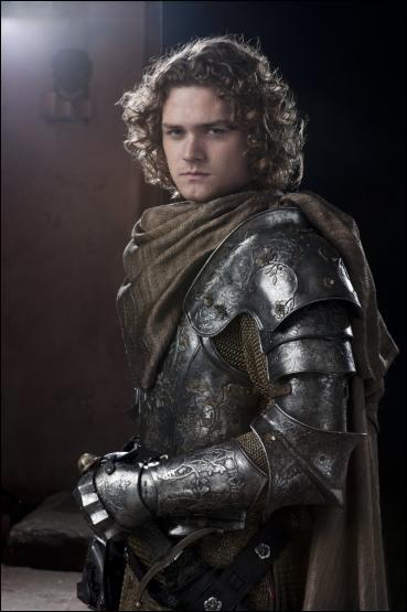 À qui Tywin expose-t-il ensuite que son mariage avec l'héritier de Hautjardin, ser Loras, serait un atout pour eux ?