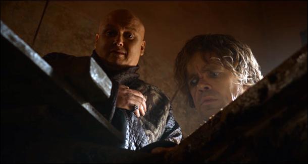 Qu'y a-t-il dans la caisse que Varys montre à Tyrion ?