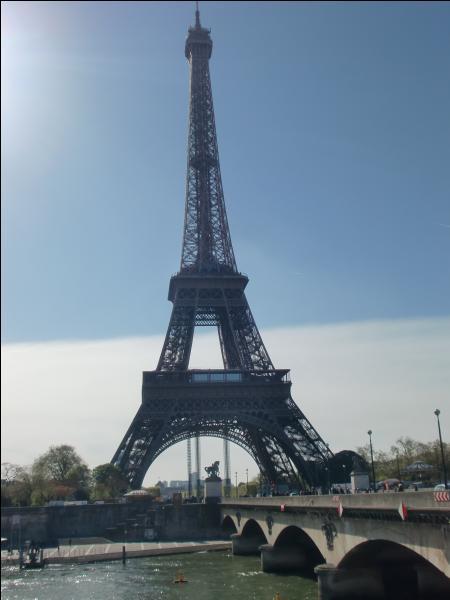 Alors on commence tranquillement avec ce grand symbole français...