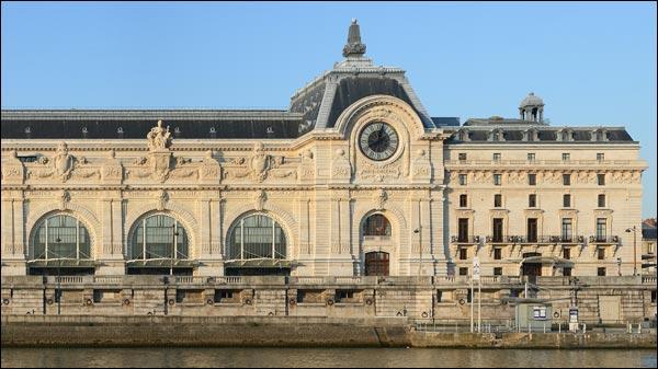 Sur le bord de la Seine on peut voir...