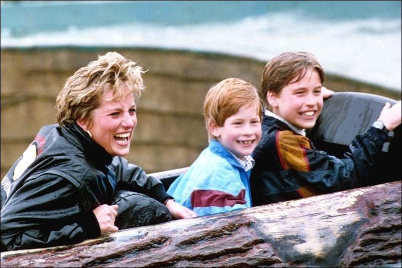 Comment s'appelle le fils aîné de Charles et Diana ?