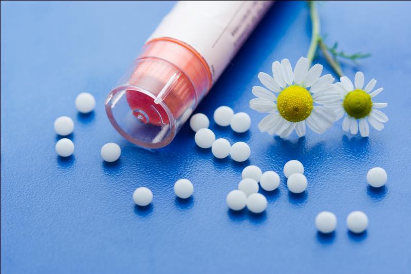 Petites billes de lactose imprégnées de médicament que l'on prend, généralement par trois ou cinq ! En astronomie, tache du Soleil !