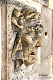 Dans quel pays les bouches de dénonciation ont-elles été installées dès le XIVe siècle ?