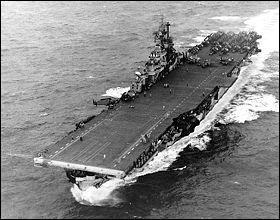 L' USS Intrepid  est (question très, très facile ! ) :