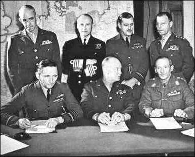 Winston Churchill serait personnellement intervenu pour que cette opération de débarquement porte le nom de code   Overlord  . Que signifie ce mot en français ?