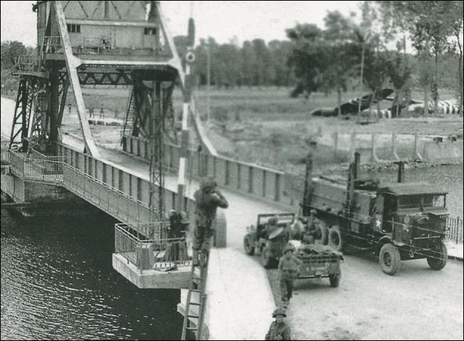 Sur le canal de Caen à la mer,  Pégasus Bridge  pont basculant fut pris dès minuit le 6 juin par les soldats britanniques. Où était-il situé ?
