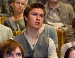 Tris a un frère, comment s'appelle-t-il ?