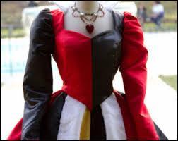 Voici une robe qui se fait remarquer, très colorée et à crinoline, cette robe ajustée à la taille est celle de... ?