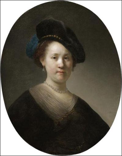 Jeune femme avec béret noir.