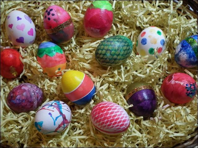 Quel élément n'est pas associé aux fêtes de Pâques ?