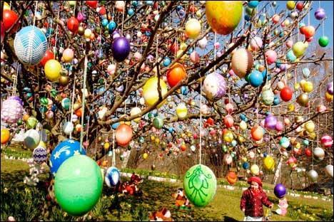 Pourquoi les œufs, fêtés, décorés, recherchés, selon les pays, revêtent-ils cette importance ?
