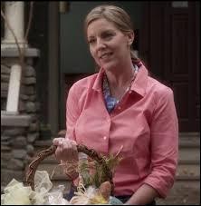 On apprend dans l'épisode 24 de la saison 4 que c'est sa mère qui a enterré Alison vivante, comment s'appelle-t-elle ?