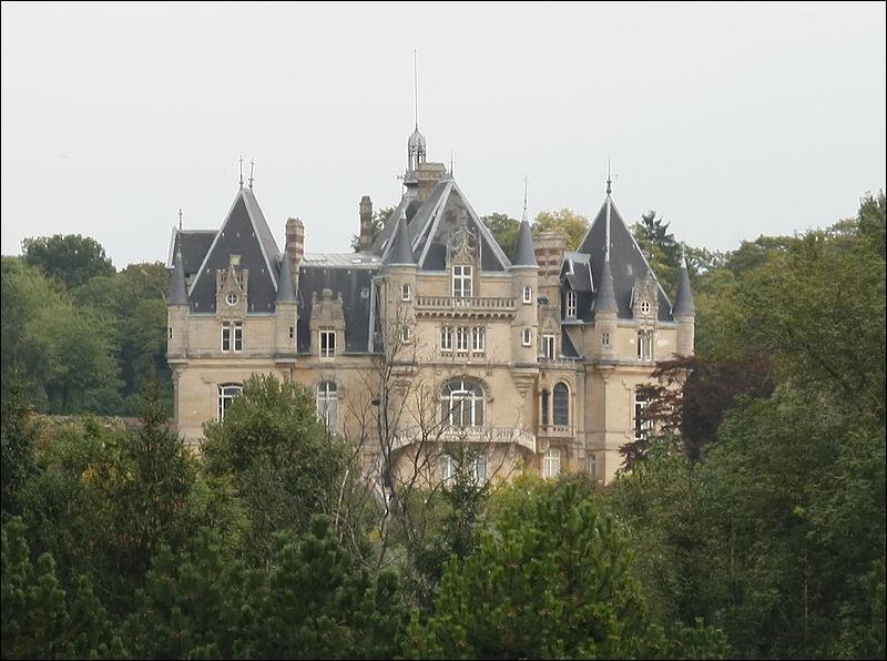 Veillez à bien respecter les ----- et coutumes, dans cette commune d'Île-de-France.