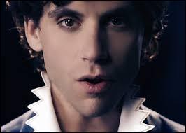 Avec quelle chanteuse Mika a-t-il chanté Popular Song ?
