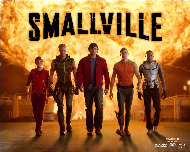 Qu'est-ce qui bouleverse la vie des habitants de Smallville au tout début ?