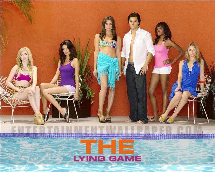 Qu'arrive-t-il aux jumelles Emma et Sutton dans  The Lying Game  ?