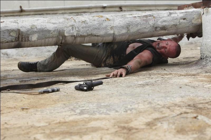 EP3. Merle est seul sur le toit et parle à voix haute. Que dit-il au début ?