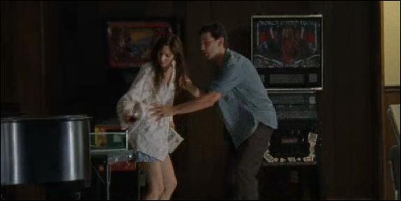 EP6. Toujours au CCM, Shane passe près d'agresser Lori. Que lui dit-elle une fois qu'il a compris ce qu'il faisait ?