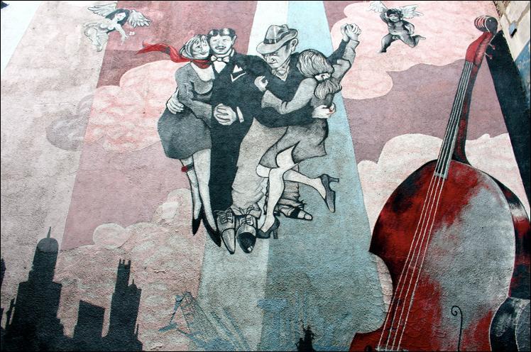 Danseurs de tango argentin. Quel nom donne-t-on à ces oeuvres provoquant l'illusion d'une vraie rencontre dans les rues ?