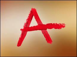 Dans le dernier épisode de la saison 2, nous découvrons qui est -A-. Qui est-ce ?