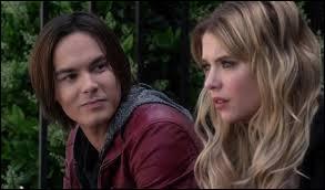 Pourquoi Caleb rompt-il avec Hanna ?