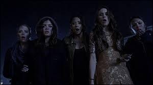 Seule question où il faut avoir vu au moins le 1er épisode de la saison 4. Qu'est-ce qu'elles sont en train de regarder ?