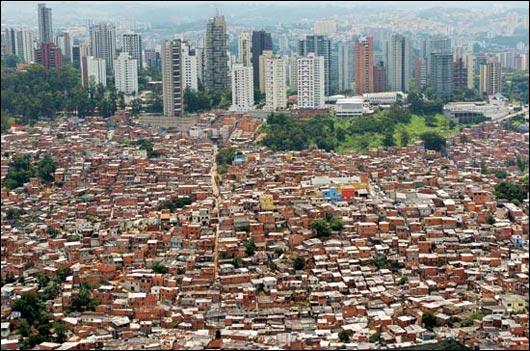 Mumbai abrite l'un des plus grands bidonvilles d'Asie. Quel est son nom ?