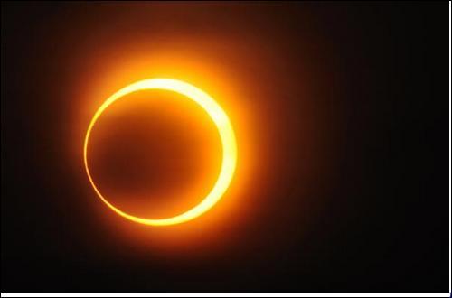 Solaire, lorsque la Lune se place devant le Soleil !