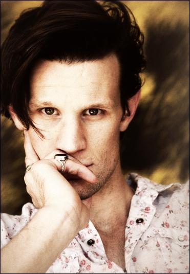 Je suis un acteur britannique né à Northampton le 28 octobre 1982. Qui suis-je ?
