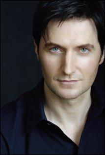 Je suis un acteur britannique né à Leicester le 22 août 1971. Qui suis-je ?