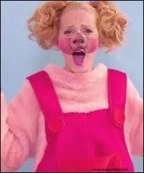 Pourquoi est-elle déguisée en cochon ?