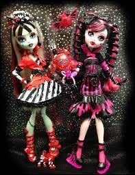 A quelle collection appartiennent les deux poupées ci-dessous ?