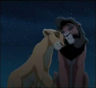 Le roi lion 2 : l'honneur de la tribu. Au cours de la chanson  L'amour nous guidera , quel genre de couples Kiara ne rencontre-t-elle pas ?