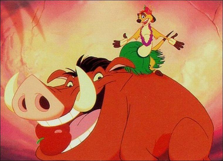 Le roi lion : Dans la chanson  L'Hawaïenne  , Pimon et Pumbaa font diversion mais face à combien de hyènes ?