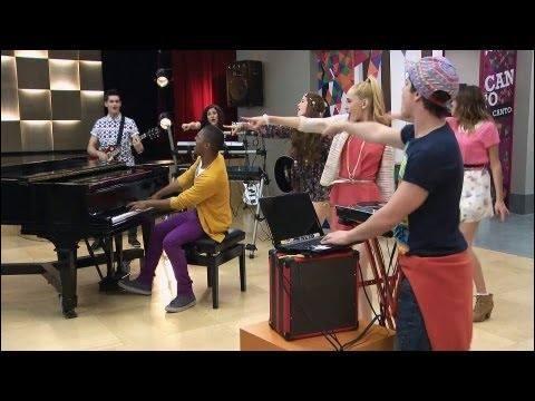 Au studio On Beat, que chante Violetta pour réconforter Francesca ?