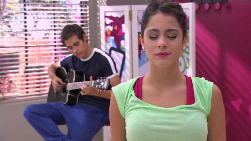À l'entraînement de danse, Léon compose une chanson qui s'appelle :