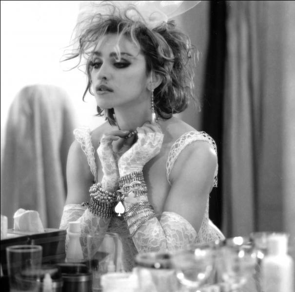 En 1984, Madonna a chanté :  Ton amour a décongelé ce qui était apeuré et froid. Comme une vierge, touchée pour la première fois ...  . Quelle chanson est alors entrée dans la légende ?