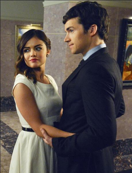 Dans quelle saison Aria et Ezra annoncent-ils à Ella et Byron leur liaison ?