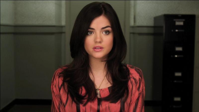Avec qui Aria est-elle sortie dans la première saison ?