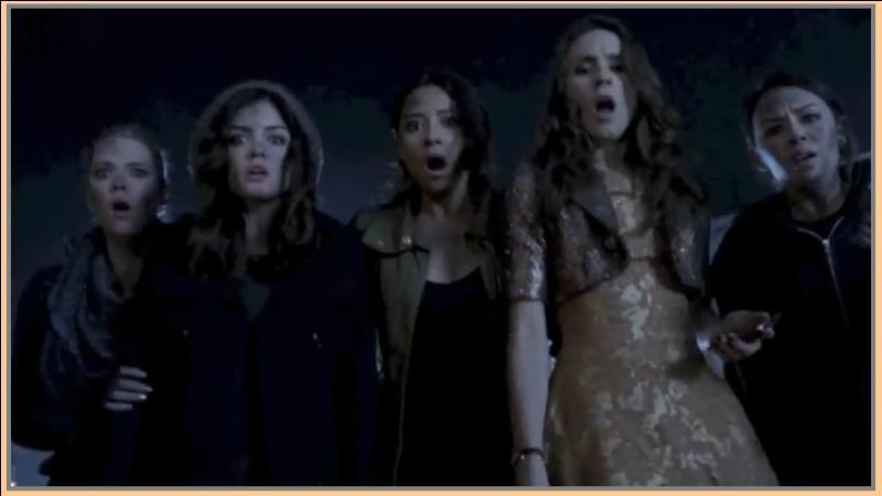 Qu'est-ce qui se trouvait dans le coffre de la voiture lors du premier épisode de la saison 4 ?