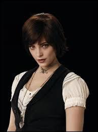 Combien y a-t-il de membres dans le clan Cullen ? (en comptant Bella)